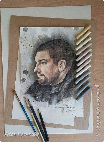 Портреты цветными акварельными карандашами на пастельной бумаге. фото 6