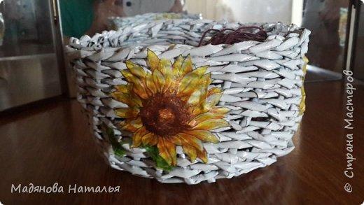 Это моё первое творение- попытка плетения из трубочек. Сколько в ней дыр, даже рассказывать и показывать стыдно.  фото 1