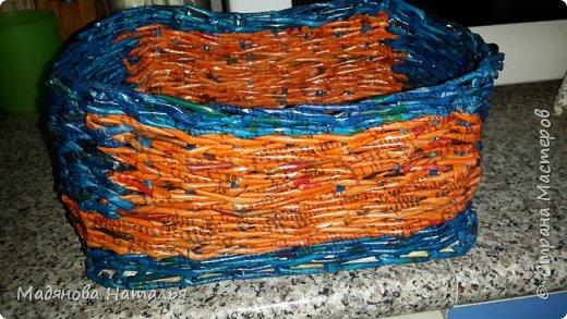 Это моё первое творение- попытка плетения из трубочек. Сколько в ней дыр, даже рассказывать и показывать стыдно.  фото 3