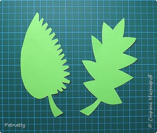 Такие листочки вырезать довольно просто, справятся и дети. Можно использовать при украшении класса. фото 2