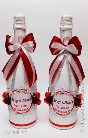 Заказали бутылочки с кружевом на свадьбу в красном цвете. фото 1