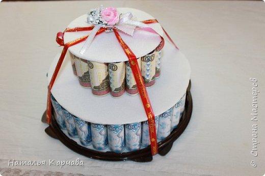 Добрый день, страна мастеров. Думаю ни кого не удивлю денежным тортиком, но хотела просто показать, какой получился у меня подарочек для крестницы. Это скорее упаковка для подарочка, в нижнем отделе положила резиночки и заколочки в стиле канзаши, которые сделала в подарок моей любимой крестницы, ей исполнилось 10 лет, а в вернем отделе положила деньги, думаю она сама решит на что их потратить.  фото 6