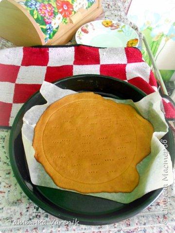 Рецепт медовика взяла от сюда: https://www.youtube.com/watch?v=qyNJt9TeLOA  Тортик задумали украсить пчёлками=))))правда получились шершни какие-то=)))) фото 7
