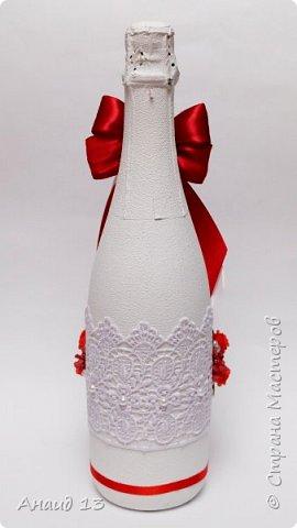 Заказали бутылочки с кружевом на свадьбу в красном цвете. фото 3