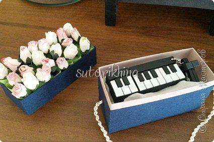 Добрый день! В этом МК я расскажу, как делала небольшие коробочки для флешек (в подарок музыкантам). Одна коробочка для гитариста, вторая для певицы. фото 11