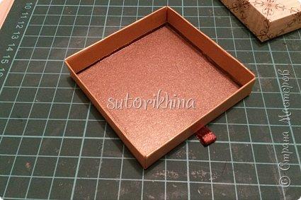 Добрый день! В этом МК я расскажу, как делала небольшие коробочки для флешек (в подарок музыкантам). Одна коробочка для гитариста, вторая для певицы. фото 7