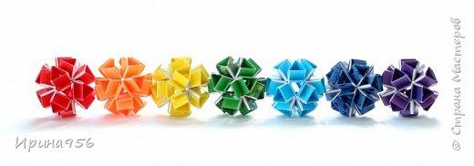 Многогранники Snapology. Snapology - это техника складывания фигур оригами, придумал которую Хайнц Штробл (Heinz Strobl). Техника заключается в том, что многочисленные полосы бумаги сворачиваются в модули, и модули соединяются такими же полосками, образуя разнообразные многогранники. Сборка без клея. МК есть здесь - http://stranamasterov.ru/node/87191 и здесь http://kusuda.ru/kusudamas/snapologiyasnapology (с видео). Больше всего мне нравится такой размер: 20 модулей 1х6 см и 30 модулей 1х4 см. Размер готового многогранника - около 4 см. фото 6