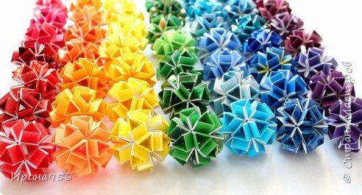Многогранники Snapology. Snapology - это техника складывания фигур оригами, придумал которую Хайнц Штробл (Heinz Strobl). Техника заключается в том, что многочисленные полосы бумаги сворачиваются в модули, и модули соединяются такими же полосками, образуя разнообразные многогранники. Сборка без клея. МК есть здесь - http://stranamasterov.ru/node/87191 и здесь http://kusuda.ru/kusudamas/snapologiyasnapology (с видео). Больше всего мне нравится такой размер: 20 модулей 1х6 см и 30 модулей 1х4 см. Размер готового многогранника - около 4 см. фото 3