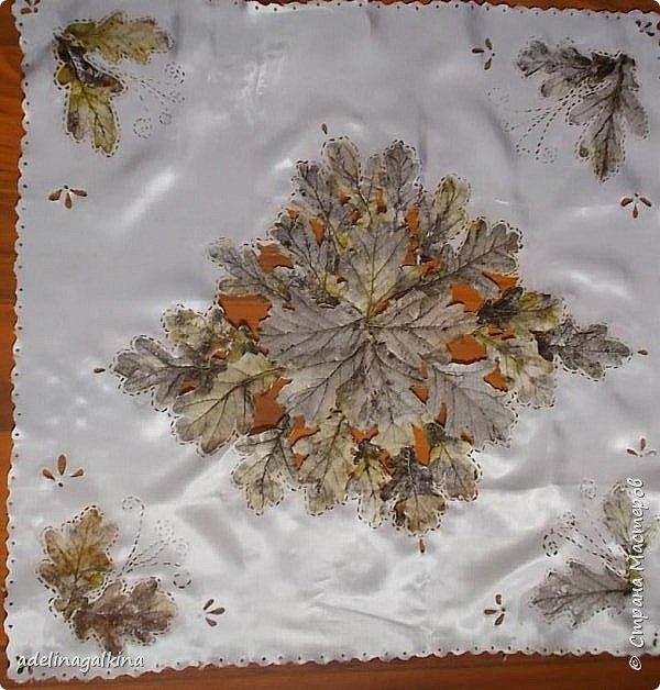 Салфетка с декупажем скелетированными листьями на ткани и гильошированием