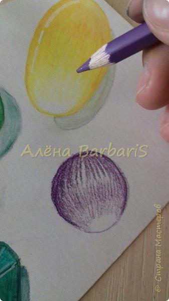 Доброго времени суток!)  Сегодня покажу вам как можно нарисовать объемные камушки. Данный мастер-класс я увидела в инстаграмме, совершенно не запомнив у кого (( решила попробовать, затем конечно показать вам :) В общем нам понадобится бумага, акварельные цветные карандаши, кисточка, вода.  фото 5