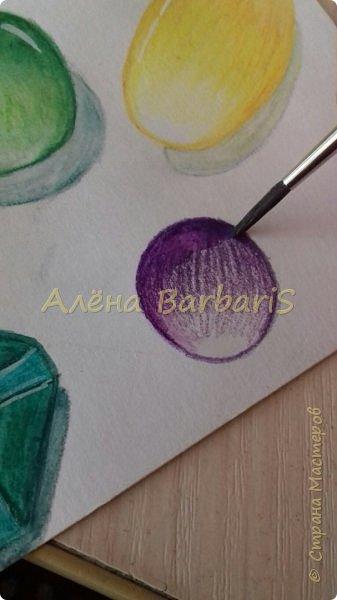 Доброго времени суток!)  Сегодня покажу вам как можно нарисовать объемные камушки. Данный мастер-класс я увидела в инстаграмме, совершенно не запомнив у кого (( решила попробовать, затем конечно показать вам :) В общем нам понадобится бумага, акварельные цветные карандаши, кисточка, вода.  фото 11