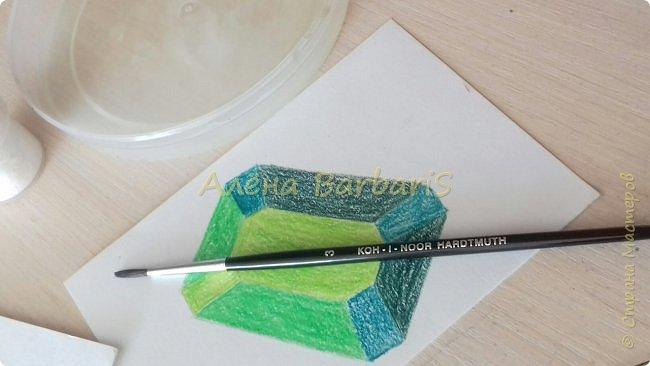 Доброго времени суток!)  Сегодня покажу вам как можно нарисовать объемные камушки. Данный мастер-класс я увидела в инстаграмме, совершенно не запомнив у кого (( решила попробовать, затем конечно показать вам :) В общем нам понадобится бумага, акварельные цветные карандаши, кисточка, вода.  фото 25