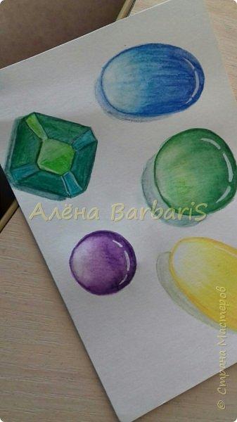 Доброго времени суток!)  Сегодня покажу вам как можно нарисовать объемные камушки. Данный мастер-класс я увидела в инстаграмме, совершенно не запомнив у кого (( решила попробовать, затем конечно показать вам :) В общем нам понадобится бумага, акварельные цветные карандаши, кисточка, вода.  фото 14