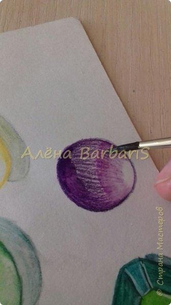 Доброго времени суток!)  Сегодня покажу вам как можно нарисовать объемные камушки. Данный мастер-класс я увидела в инстаграмме, совершенно не запомнив у кого (( решила попробовать, затем конечно показать вам :) В общем нам понадобится бумага, акварельные цветные карандаши, кисточка, вода.  фото 12