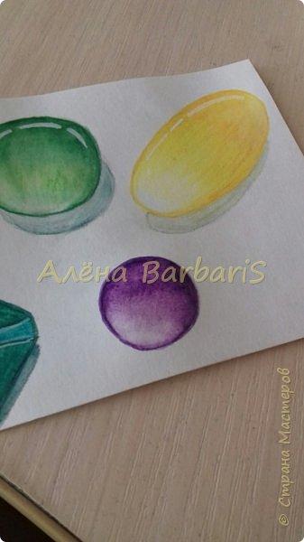 Доброго времени суток!)  Сегодня покажу вам как можно нарисовать объемные камушки. Данный мастер-класс я увидела в инстаграмме, совершенно не запомнив у кого (( решила попробовать, затем конечно показать вам :) В общем нам понадобится бумага, акварельные цветные карандаши, кисточка, вода.  фото 13