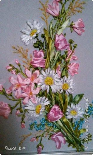 Вышивка атласными и в небольшом количестве шелковыми лентами по принту. Формат картины А3. фото 4
