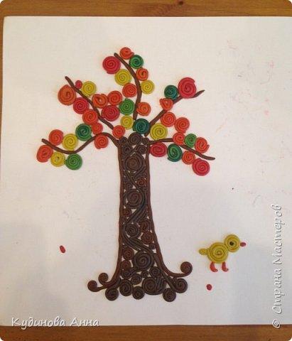 Захотелось с сыночком сделать вот такое вот осеннее дерево из скрученных колбасок! Одновременно и просто для ребенка и как-то сказочно красиво! Потом можно вставить в рамочку и повесить на стенку!  фото 5