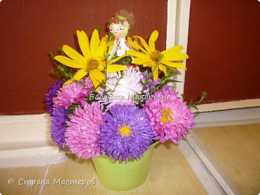С праздником!Букет из цветов и куколки из фоамирана...
