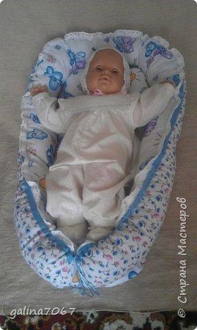 Мягкая ортопедическая подушка для младенцев создана специально для правильного развития шейного отдела позвоночника и костей черепа у маленьких детей, учитывая их анатомо-физиологические особенности, с периода новорожденности до двух лет. Новорожденный ребенок большую часть времени проводит во сне, поэтому так важно для правильного развития малыша обеспечить ему полноценный отдых во время сна в физиологически удобном положении.   фото 5