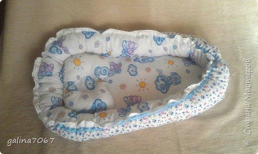 Мягкая ортопедическая подушка для младенцев создана специально для правильного развития шейного отдела позвоночника и костей черепа у маленьких детей, учитывая их анатомо-физиологические особенности, с периода новорожденности до двух лет. Новорожденный ребенок большую часть времени проводит во сне, поэтому так важно для правильного развития малыша обеспечить ему полноценный отдых во время сна в физиологически удобном положении.   фото 6