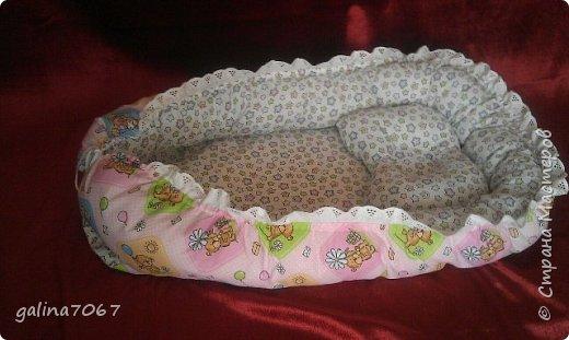 Мягкая ортопедическая подушка для младенцев создана специально для правильного развития шейного отдела позвоночника и костей черепа у маленьких детей, учитывая их анатомо-физиологические особенности, с периода новорожденности до двух лет. Новорожденный ребенок большую часть времени проводит во сне, поэтому так важно для правильного развития малыша обеспечить ему полноценный отдых во время сна в физиологически удобном положении.   фото 2