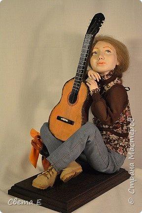 Девушка с гитарой  фото 1