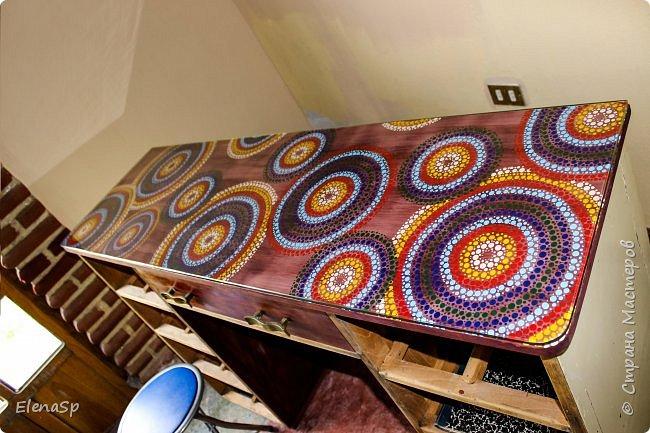 В наследство к старому дому (более 100 лет) нам досталось куча мебели времен бабушки и дедушки моего мужа, да и просто вся ненужная-немодная мебель свозилась в этот дом. Так что полета для фантазии много :) Переделала этот замечательный стол под свои нужды, ханить краски, нитки и прочие сокровища. Тем более размер у стола очеь удобный , есть где поставить швейную машинку и еще останется место на другое . рукодлие.. фото 4