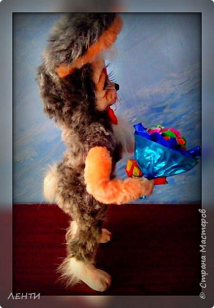Добрый вечер волшебная страна!!!!! Хочу познакомить вас вот с таким зайкой, который был сделан в подарок свекрови и поэтому пока безымянный... Завтра поедет в новый дом! И не с пустыми руками к имениннице ! Как истинный джентельмен!!!!  фото 4