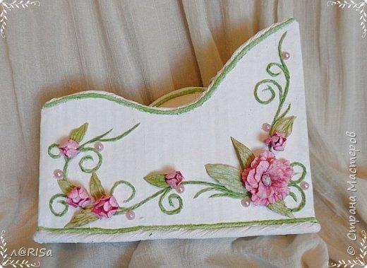 Органайзер из картонной коробки с декорирован элементами из джута, бумажных цветов и полубусин. фото 1