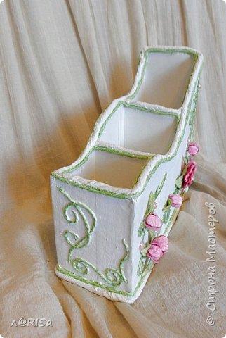 Органайзер из картонной коробки с декорирован элементами из джута, бумажных цветов и полубусин. фото 3