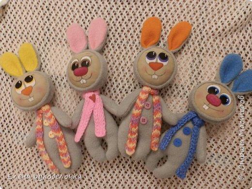 Давно хотелось мне сделать зайчишек - братишек с рисованными мордашками. Вот такая четвёрка народилась. Ростик без ушек 17см., с ушками - 22см. фото 1