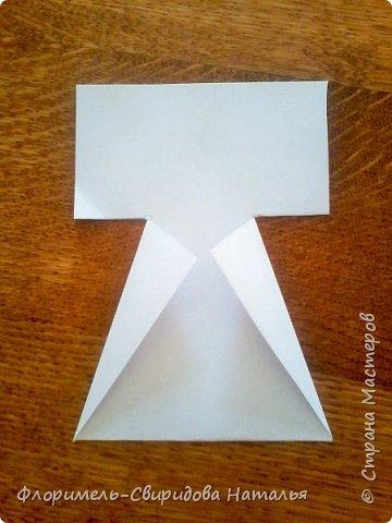 Эти 4 поделки выполняются по схожему принципу. Для работы нам понадобятся: - прямоугольные листы бумаги (размер значения не имеет, это может быть и альбомный лист, и тетрадный, и лист из блокнота); - простой карандаш для дорисовки поделки (глазки, носик, ротик и др. детали). Контур, нарисованный карандашом, впоследствии лучше обвести черным фломастером. Для раскрашивания  поделки можно использовать цветные карандаши, фломастеры, или восковые мелки.  Один из вариантов раскрашивания: мелкие детали раскрасить фломастером, а крупные -  карандашами или восковыми мелками.  фото 4