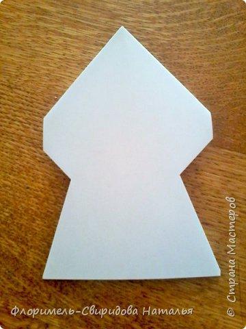 Эти 4 поделки выполняются по схожему принципу. Для работы нам понадобятся: - прямоугольные листы бумаги (размер значения не имеет, это может быть и альбомный лист, и тетрадный, и лист из блокнота); - простой карандаш для дорисовки поделки (глазки, носик, ротик и др. детали). Контур, нарисованный карандашом, впоследствии лучше обвести черным фломастером. Для раскрашивания  поделки можно использовать цветные карандаши, фломастеры, или восковые мелки.  Один из вариантов раскрашивания: мелкие детали раскрасить фломастером, а крупные -  карандашами или восковыми мелками.  фото 16