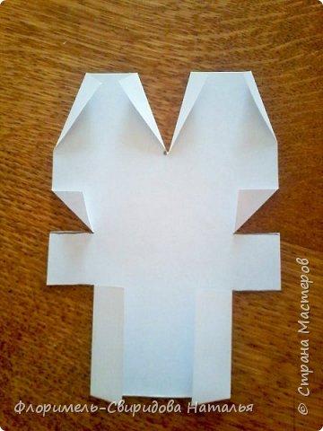 Эти 4 поделки выполняются по схожему принципу. Для работы нам понадобятся: - прямоугольные листы бумаги (размер значения не имеет, это может быть и альбомный лист, и тетрадный, и лист из блокнота); - простой карандаш для дорисовки поделки (глазки, носик, ротик и др. детали). Контур, нарисованный карандашом, впоследствии лучше обвести черным фломастером. Для раскрашивания  поделки можно использовать цветные карандаши, фломастеры, или восковые мелки.  Один из вариантов раскрашивания: мелкие детали раскрасить фломастером, а крупные -  карандашами или восковыми мелками.  фото 22