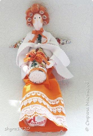 Куколка сидит, но у нее есть петелька, можно подвесить. фото 11