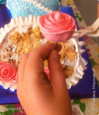 Добрый вечер, Страна. Как и обещала, при первой же возможности сделала несколько фото того, как я делаю розы из крема. Возможно, кому-то пригодится.  Сразу прошу прощения за качество фото, торт делала ночью, поэтому и фото не особо хорошие. фото 15