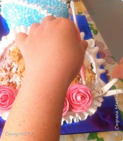 Добрый вечер, Страна. Как и обещала, при первой же возможности сделала несколько фото того, как я делаю розы из крема. Возможно, кому-то пригодится.  Сразу прошу прощения за качество фото, торт делала ночью, поэтому и фото не особо хорошие. фото 17