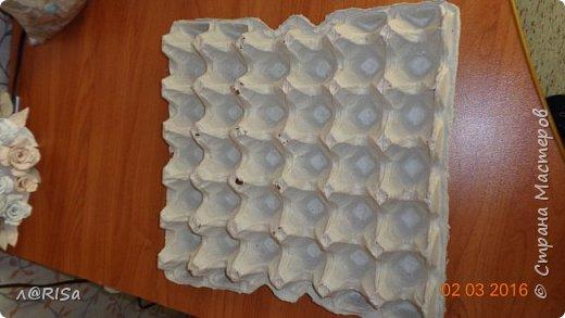 Хочу показать вам  как я делала фоторамку из яичных лотков и картона фото 3