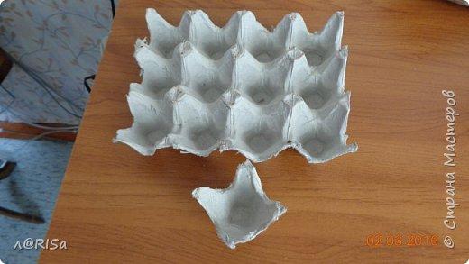 Хочу показать вам  как я делала фоторамку из яичных лотков и картона фото 4
