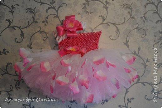 Здравствуйте уважаемые рукодельницы. Приближается долгожданный праздник день рождения моей доченьки ей исполняется 1 годик. Мне захотелось на такой особенный день сделать ей платье. И вот такая красота у меня получилась.  фото 1