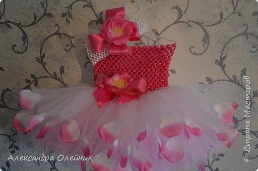 Здравствуйте уважаемые рукодельницы. Приближается долгожданный праздник день рождения моей доченьки ей исполняется 1 годик. Мне захотелось на такой особенный день сделать ей платье. И вот такая красота у меня получилась.  фото 2