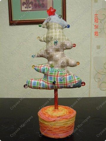 """Итак, фотоотчет за несколько лет. Посмотрим на ёлки. Здрямсти вам. На этой фотке елки, за которые я получила приз - карточку в Леонардо от газеты """"Ва-банкъ"""" в 2013 г. Наверное, это тильда-елки. фото 6"""