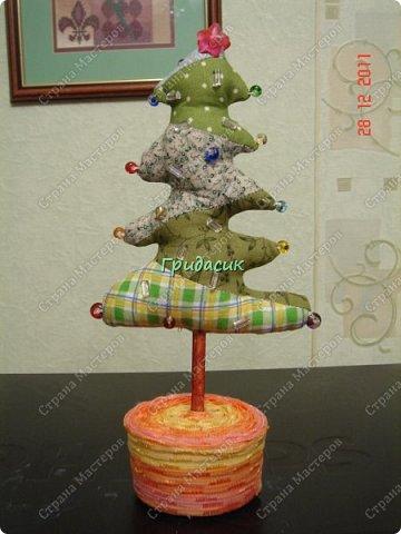 """Итак, фотоотчет за несколько лет. Посмотрим на ёлки. Здрямсти вам. На этой фотке елки, за которые я получила приз - карточку в Леонардо от газеты """"Ва-банкъ"""" в 2013 г. Наверное, это тильда-елки. фото 7"""