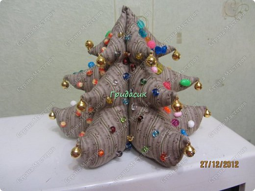 """Итак, фотоотчет за несколько лет. Посмотрим на ёлки. Здрямсти вам. На этой фотке елки, за которые я получила приз - карточку в Леонардо от газеты """"Ва-банкъ"""" в 2013 г. Наверное, это тильда-елки. фото 15"""