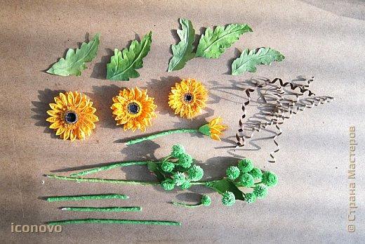 Т.к. в СМ много разных гербер, то остановлюсь на веточке хризантемы и листьях. фото 2