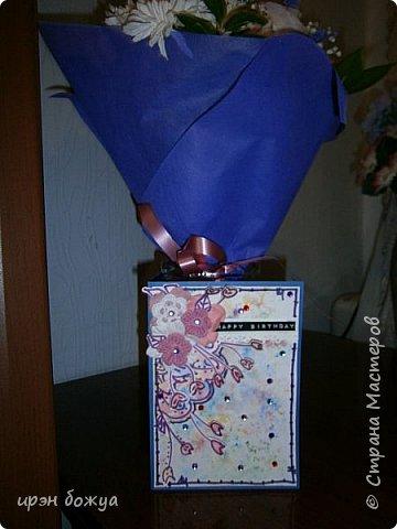 Посмотрев в СМ создание открытки  http://stranamasterov.ru/node/1046052?c=favorite ,руки зачесались сделать такую же. Но черного тонкого маркера не было под рукой,воспользовалась другим. Вместо пайеток у меня стразы. Родня сказали детский сад какой-то. А мне нравиться. Куплю черный маркер и сделаю еще таких. Очень понравилось делать. фото 10