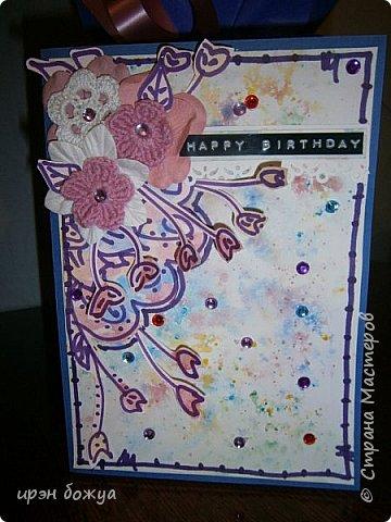 Посмотрев в СМ создание открытки  http://stranamasterov.ru/node/1046052?c=favorite ,руки зачесались сделать такую же. Но черного тонкого маркера не было под рукой,воспользовалась другим. Вместо пайеток у меня стразы. Родня сказали детский сад какой-то. А мне нравиться. Куплю черный маркер и сделаю еще таких. Очень понравилось делать. фото 12