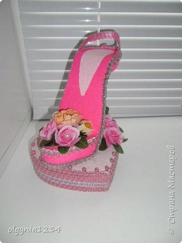 Доброго дня! Выставляю на Ваш суд мою первую сувенирную туфельку (шкатулочка для колец)! фото 3