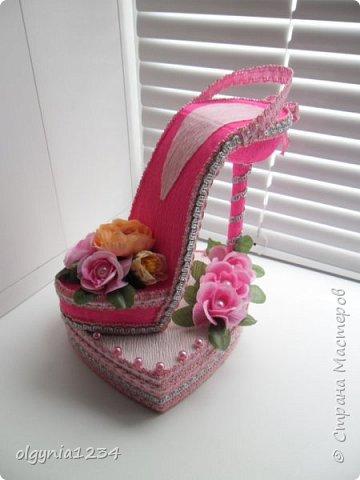 Доброго дня! Выставляю на Ваш суд мою первую сувенирную туфельку (шкатулочка для колец)! фото 1