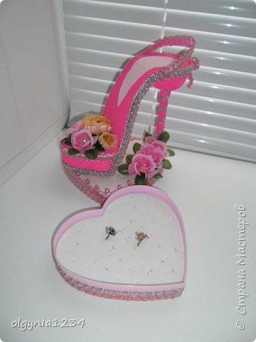 Доброго дня! Выставляю на Ваш суд мою первую сувенирную туфельку (шкатулочка для колец)! фото 2